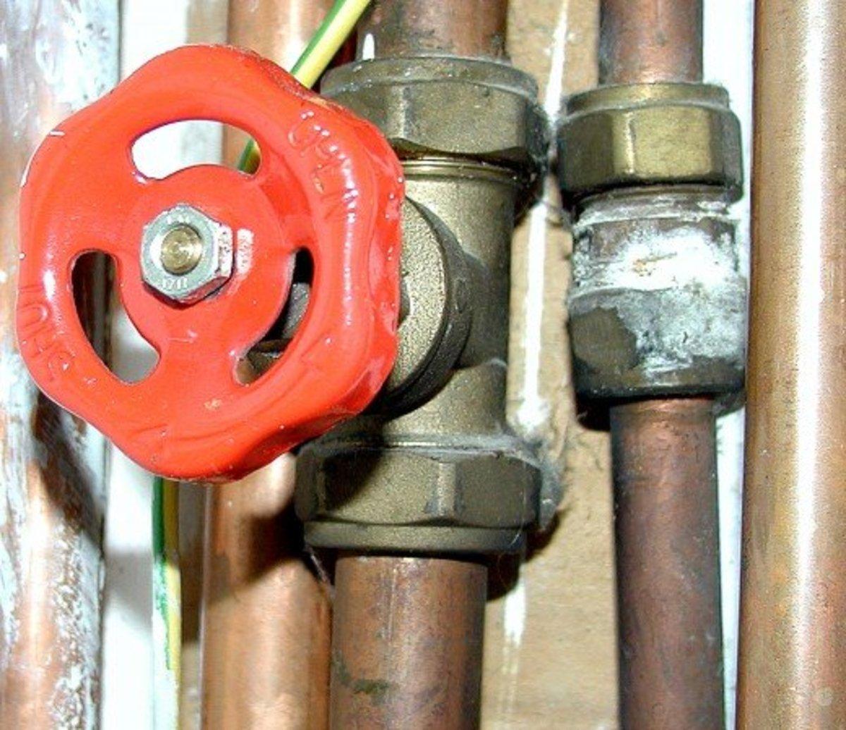 Gate valve - Turn fully clockwise for off