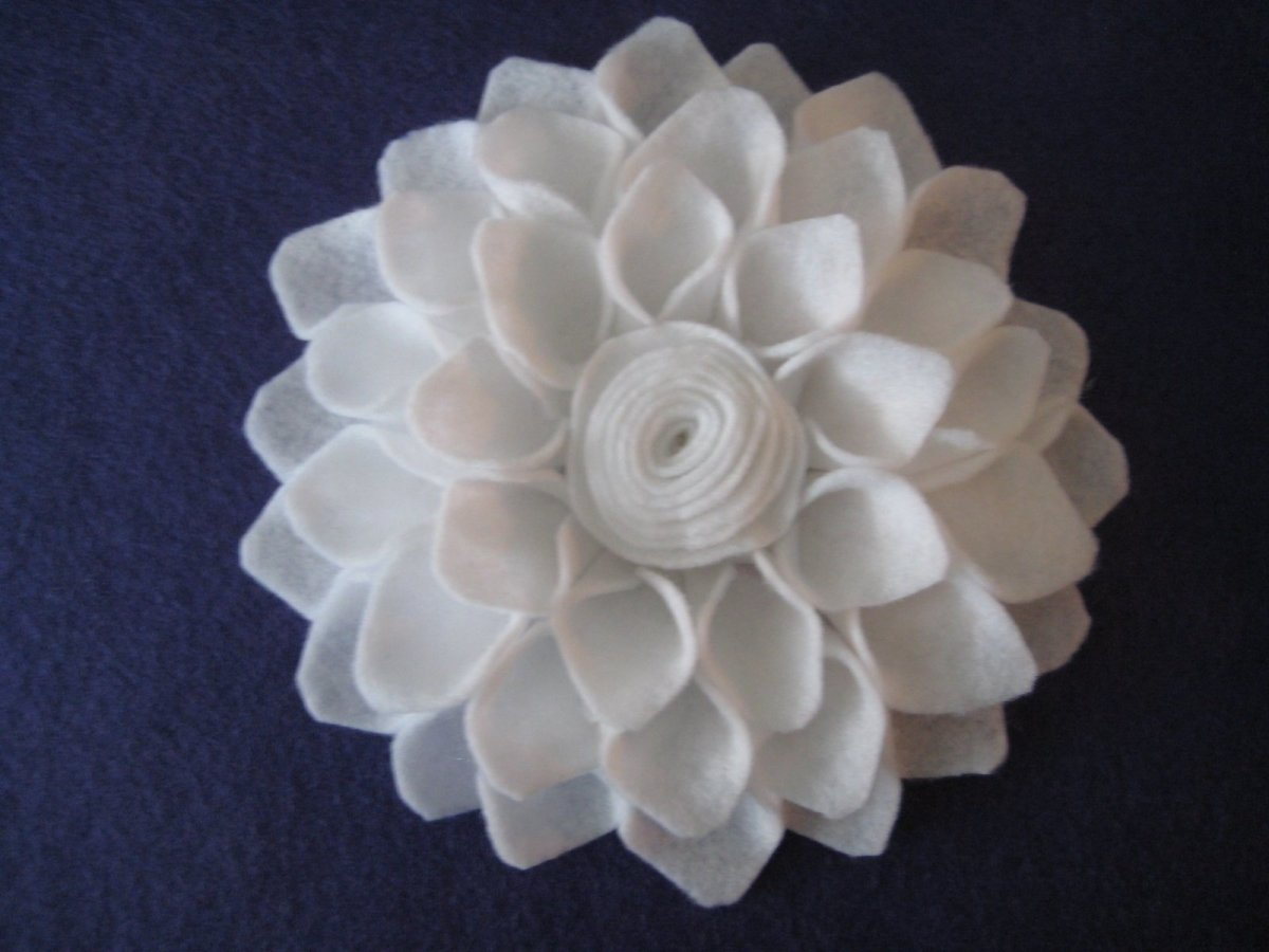 Learn How to Make Felt Flowers with Easy Tutorials