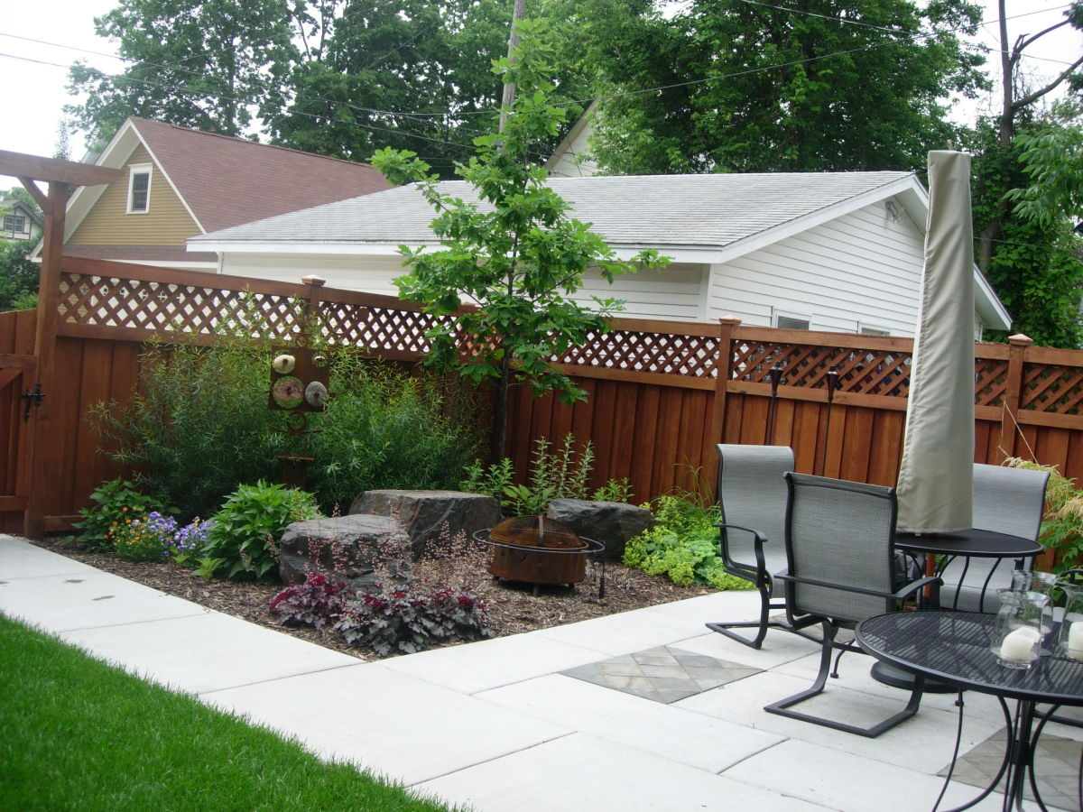 Mulch corner patio