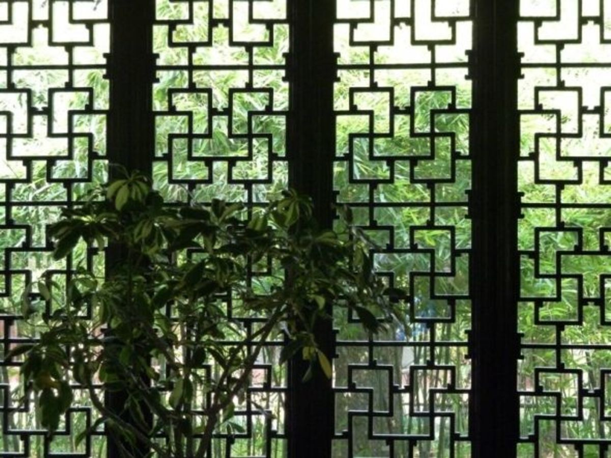 This is a traditional window pattern with bamboo in the background.