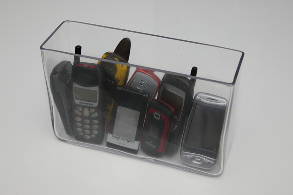 This article will provide some guidance on what options you have when it comes to safely disposing of old cell phones.