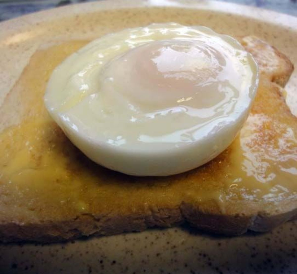 How to Poach the Perfect Egg (4 Ways)