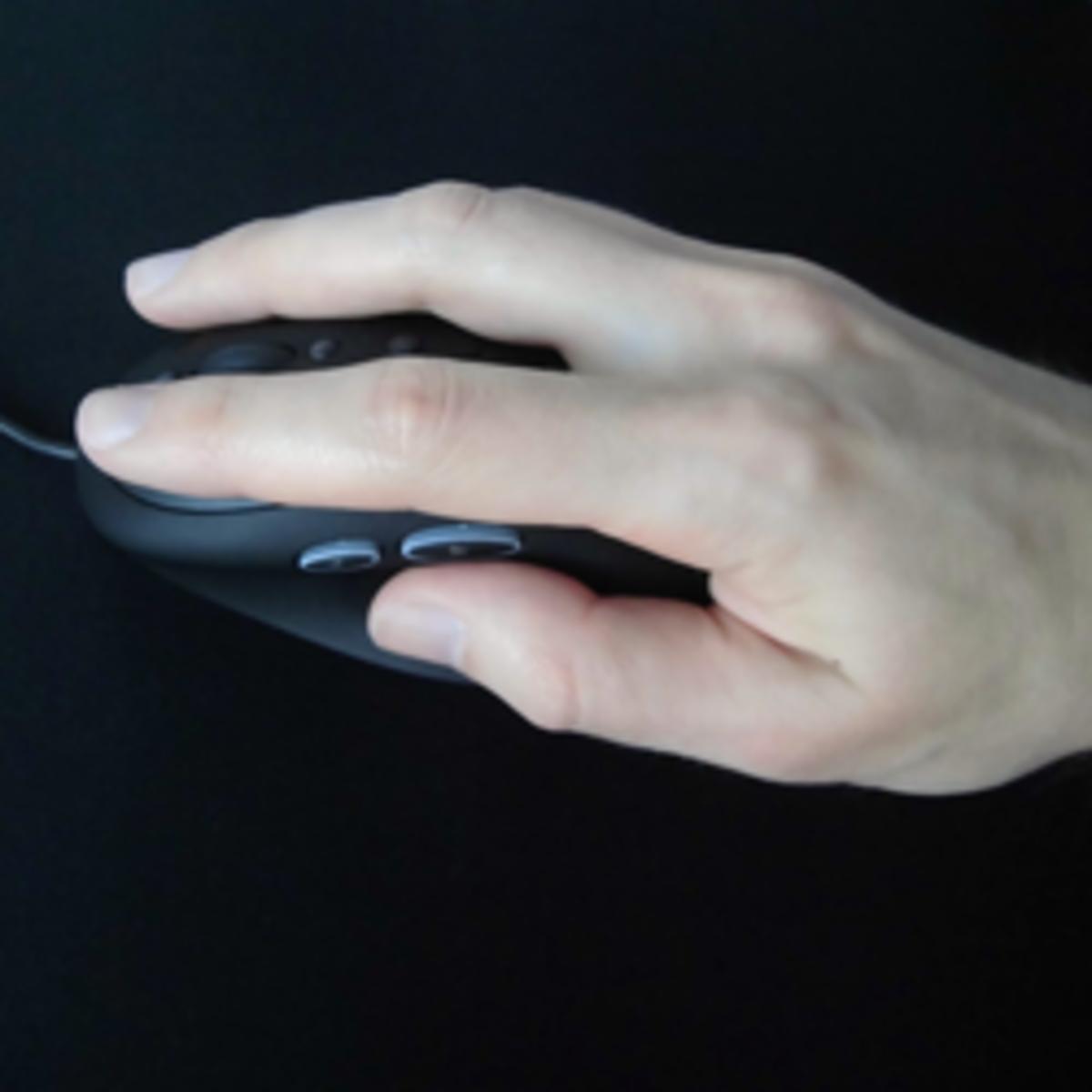 Using my Logitech G400 in palm grip.