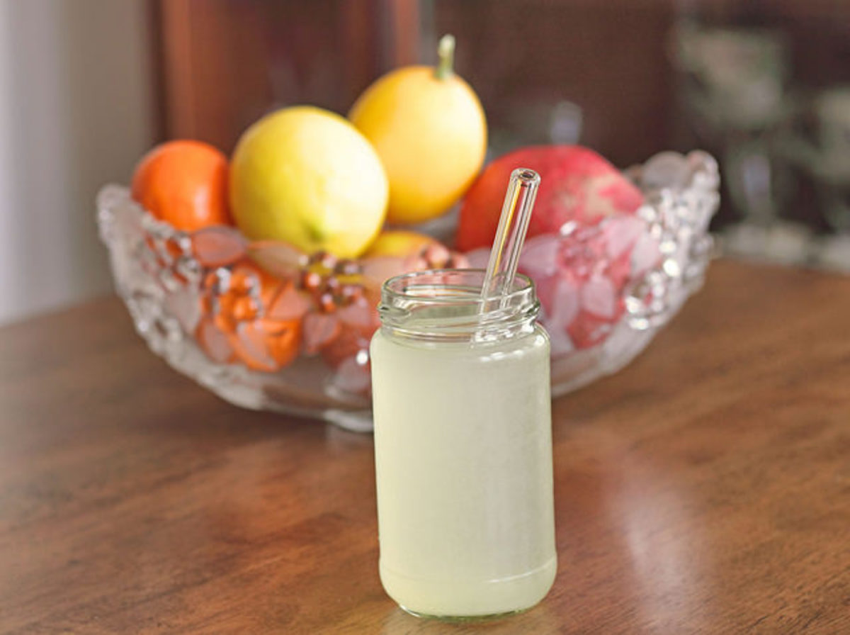 Simple clear glass straw in a glass of lemonade.