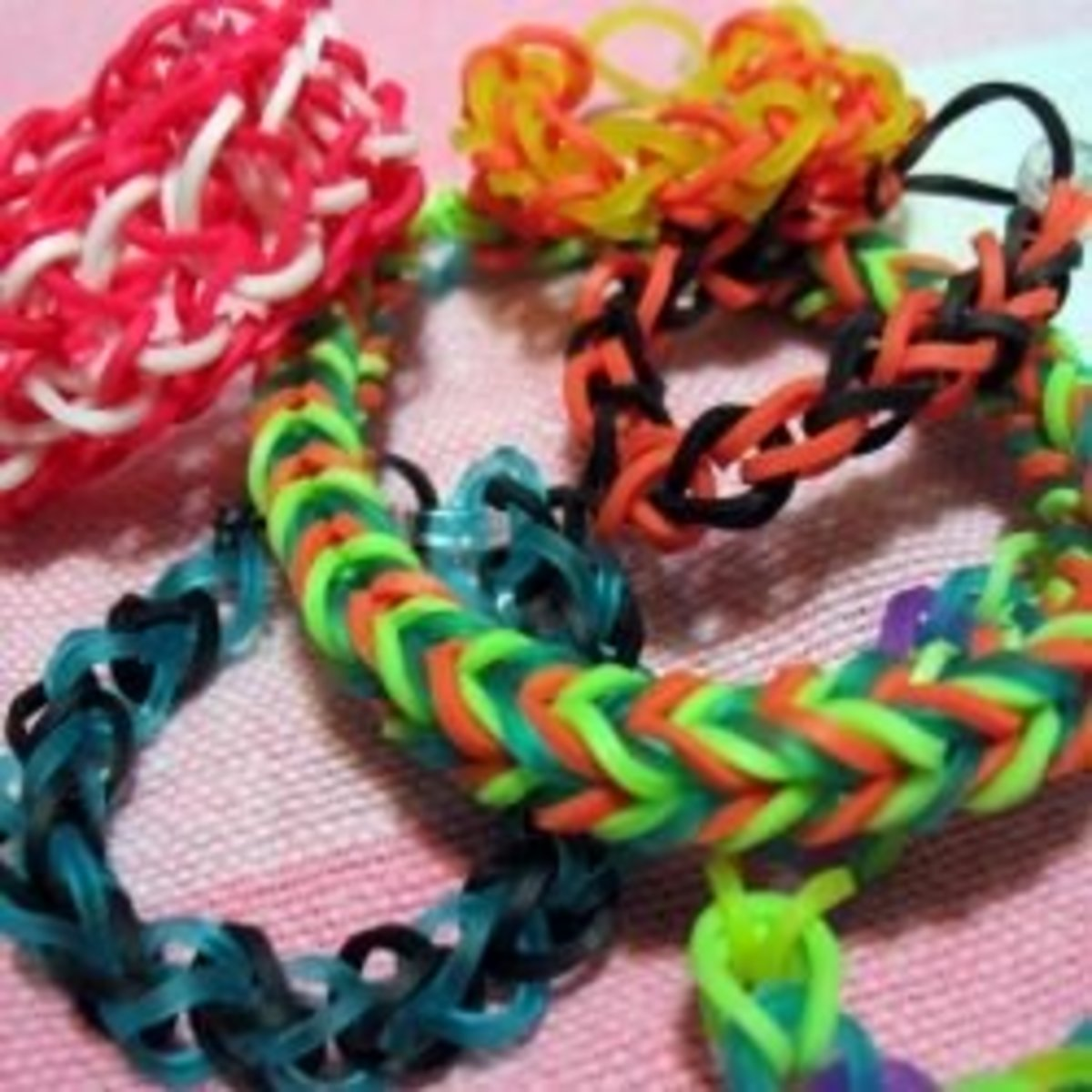 How to Make Rubber Band Bracelets - Without the Loom!