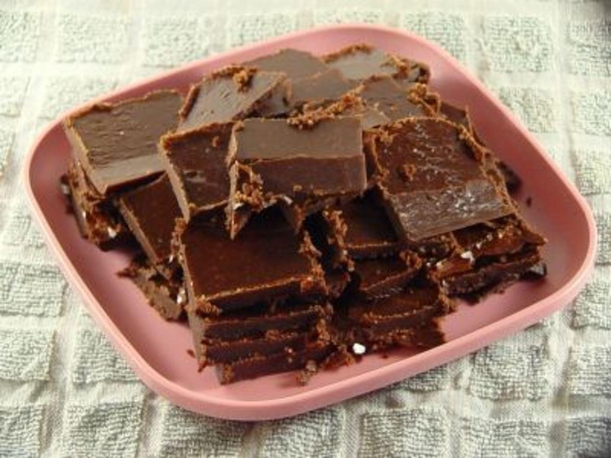 ... to Make Smooth Chocolate Fudge: Betty Crocker's Old-Fashioned Recipe