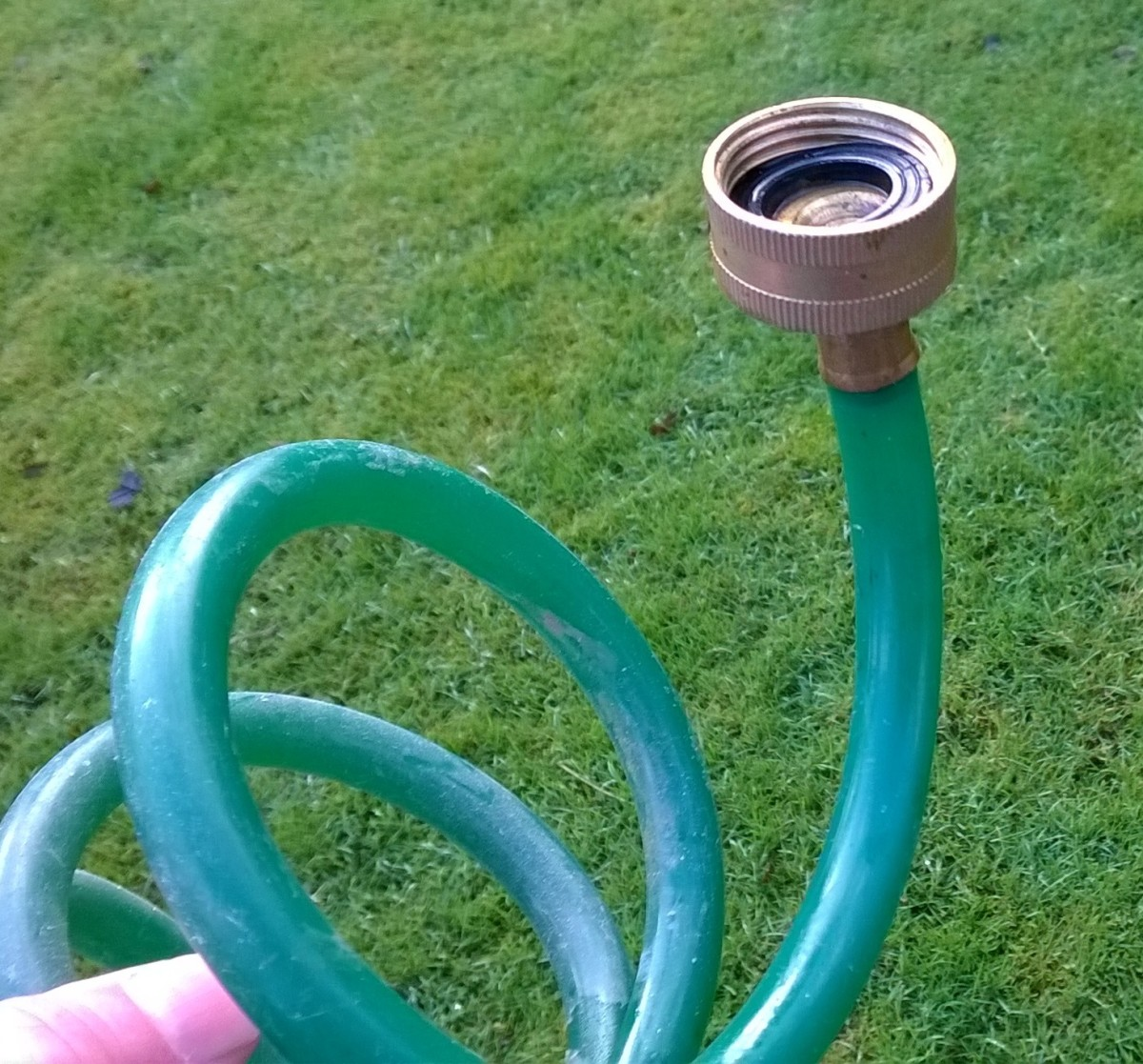 Spiral hose with 3/4 threaded female connector.