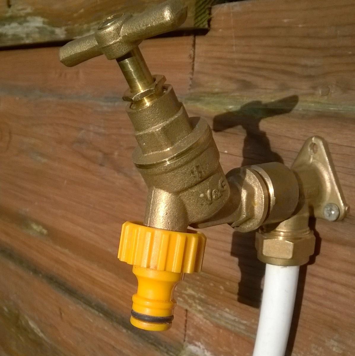 Hozelock style, garden tap connector.