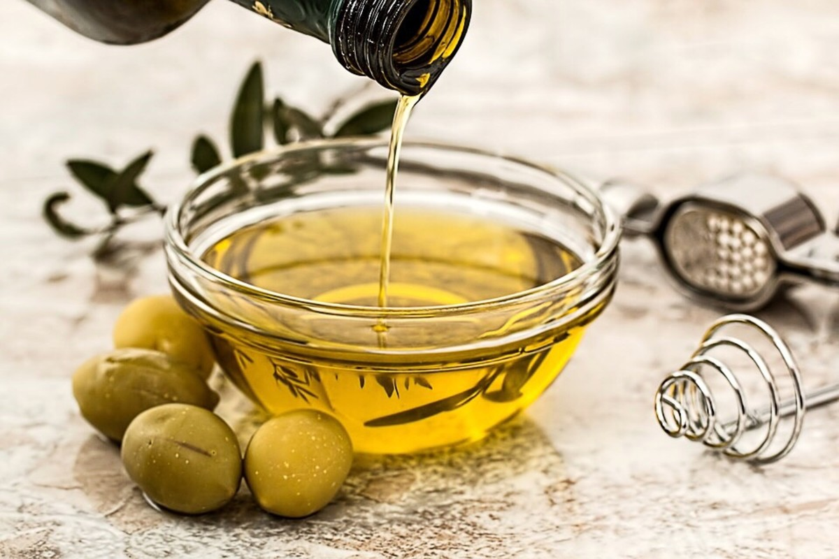 Olive oil in moderation helps to maintain a healthy cholesterol level.