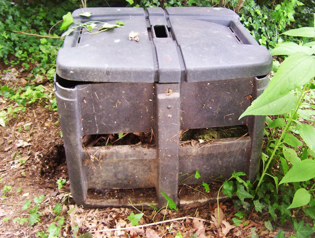 Commercial compost bin