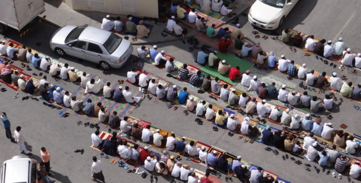 friday prayer time outside muntazah mosque