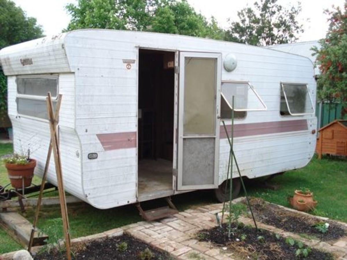 Convert an Old Caravan Into a Studio or Playroom