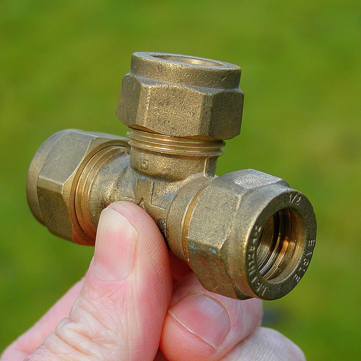 How to Use Plumbing Fittings for Joining PVC, PEX, and Copper Pipe