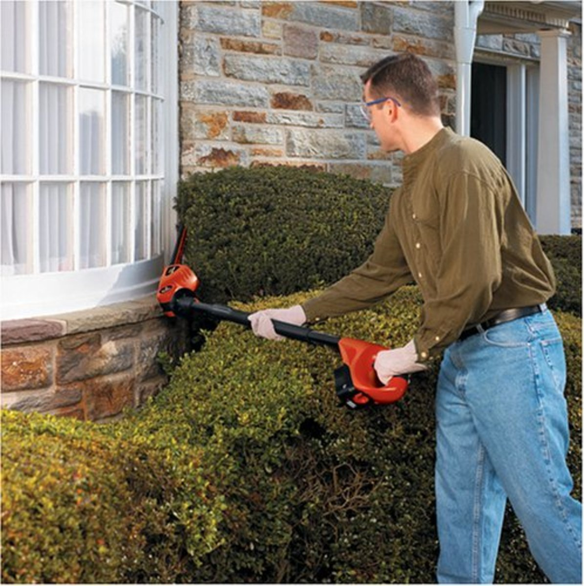 The rotating head is useful for low-level work as well as tall hedges.