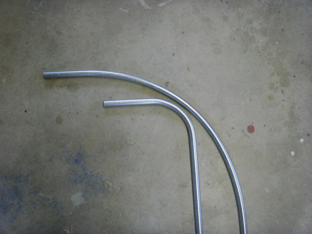 A concentric bend in EMT. A long-radius bend laid next to a normal 90˚ bend.