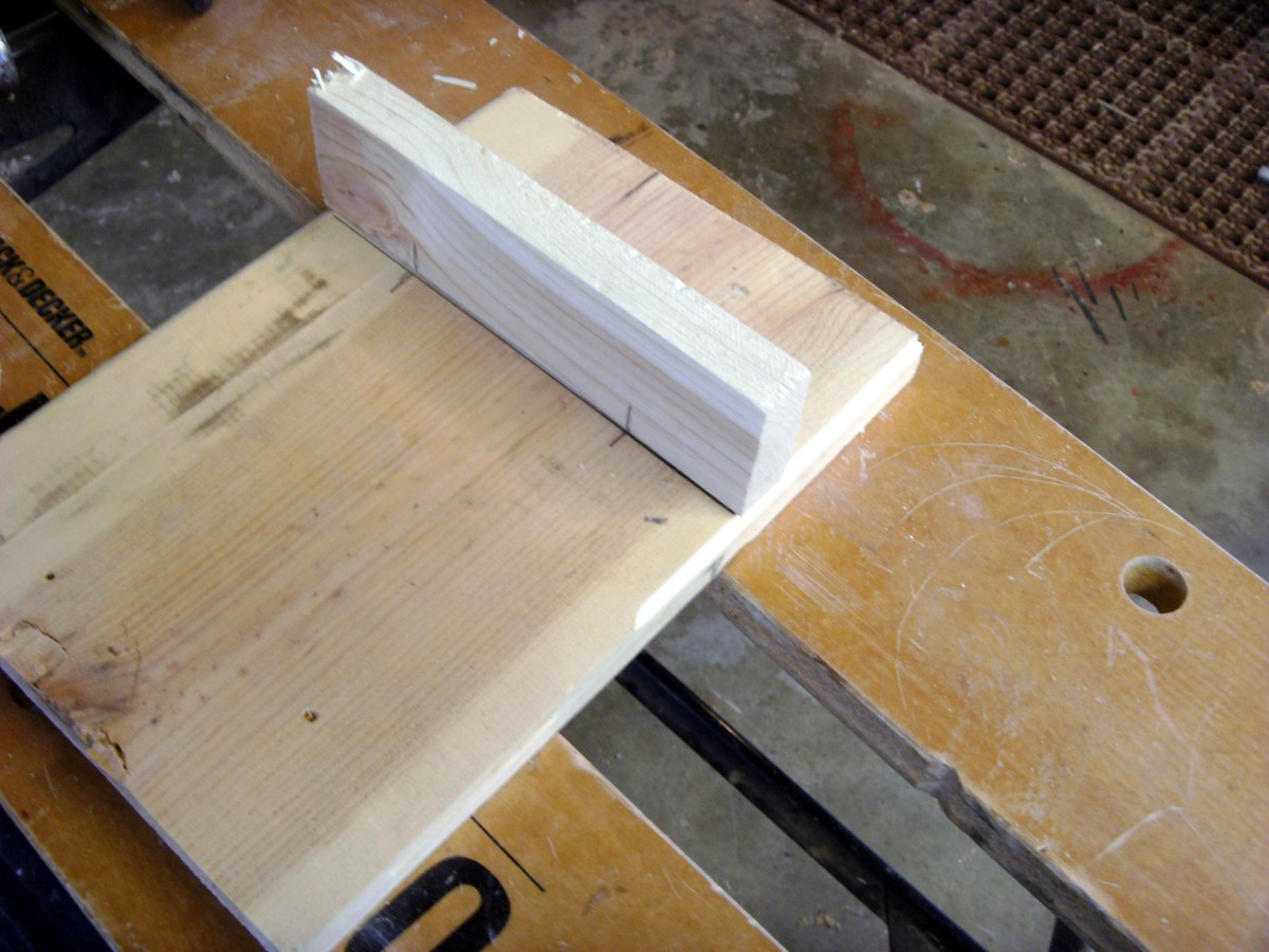 Marking for a joint in the center area of the large board.