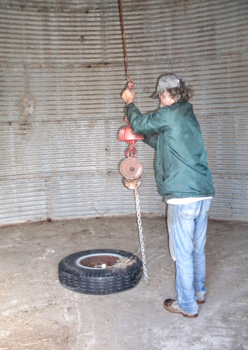 Attach lifting ring. There is such a thing as a specially-made lifting ring, but the one we commonly use is a large truck tire with a securely fastened log chain around it.