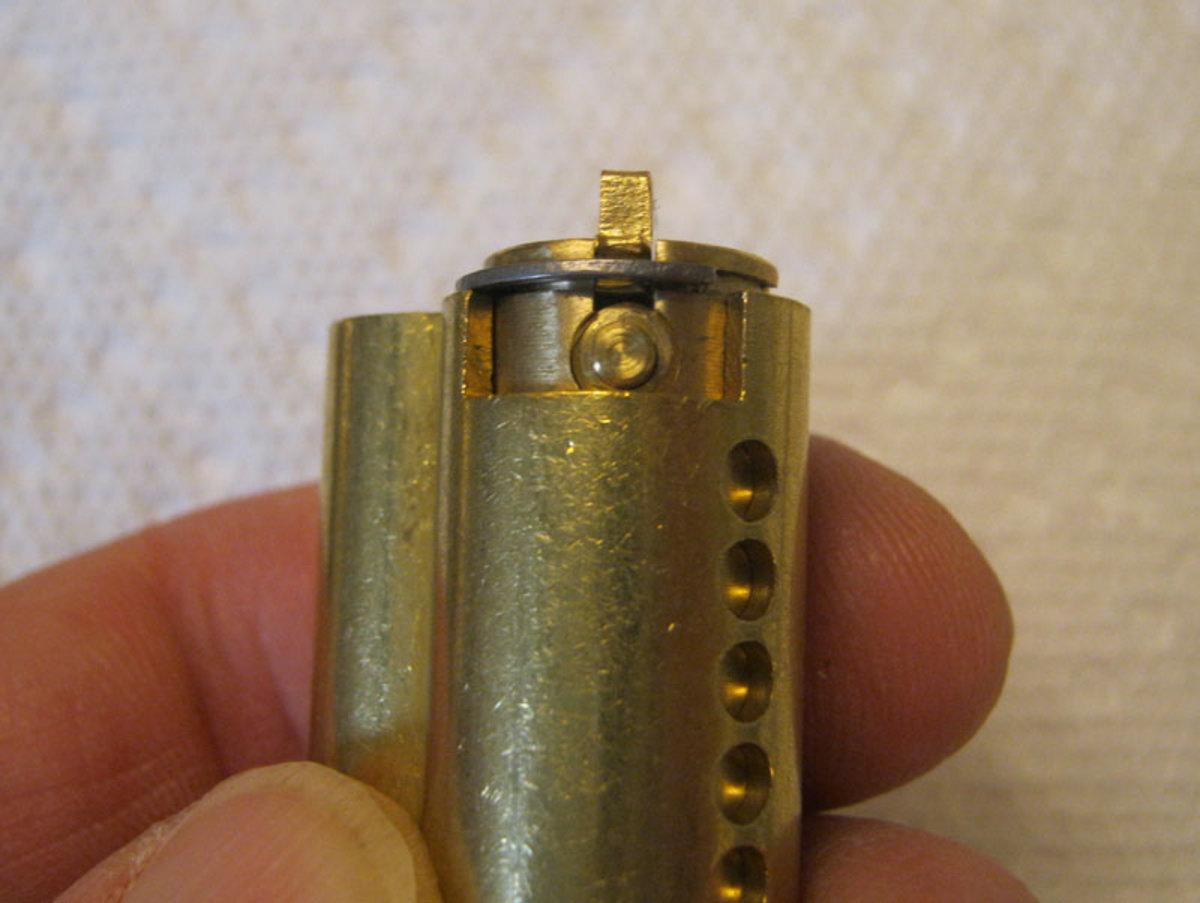 Plug retaining pin.