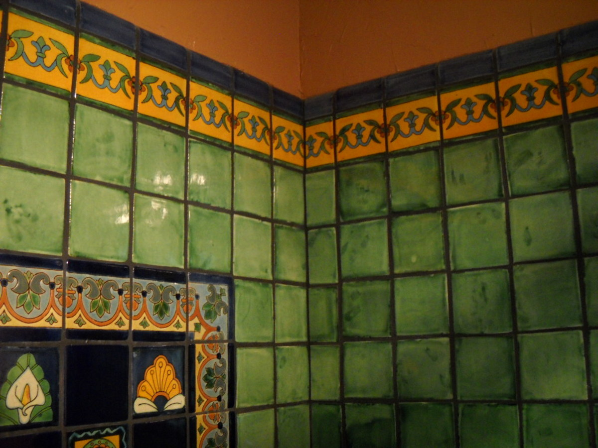 Green mexican tile shower with yellow border and blue edge.