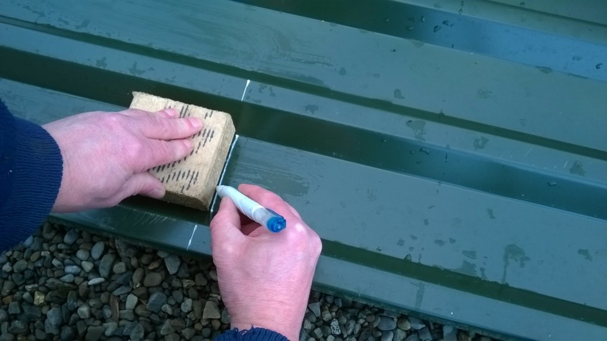 Marking roof cladding with a correction marker
