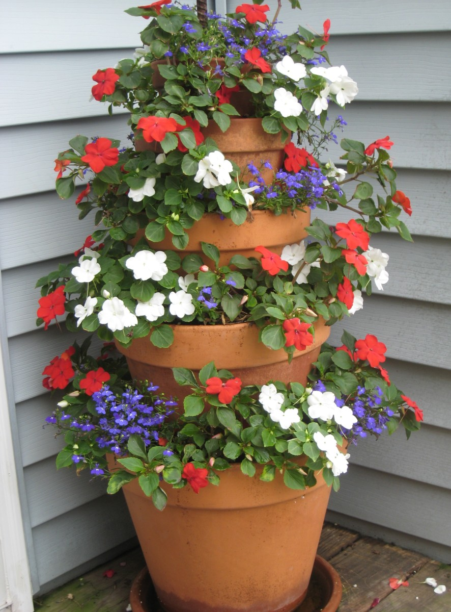 A tower made for the shade: Red and white Impatiens with blue Lobelia.