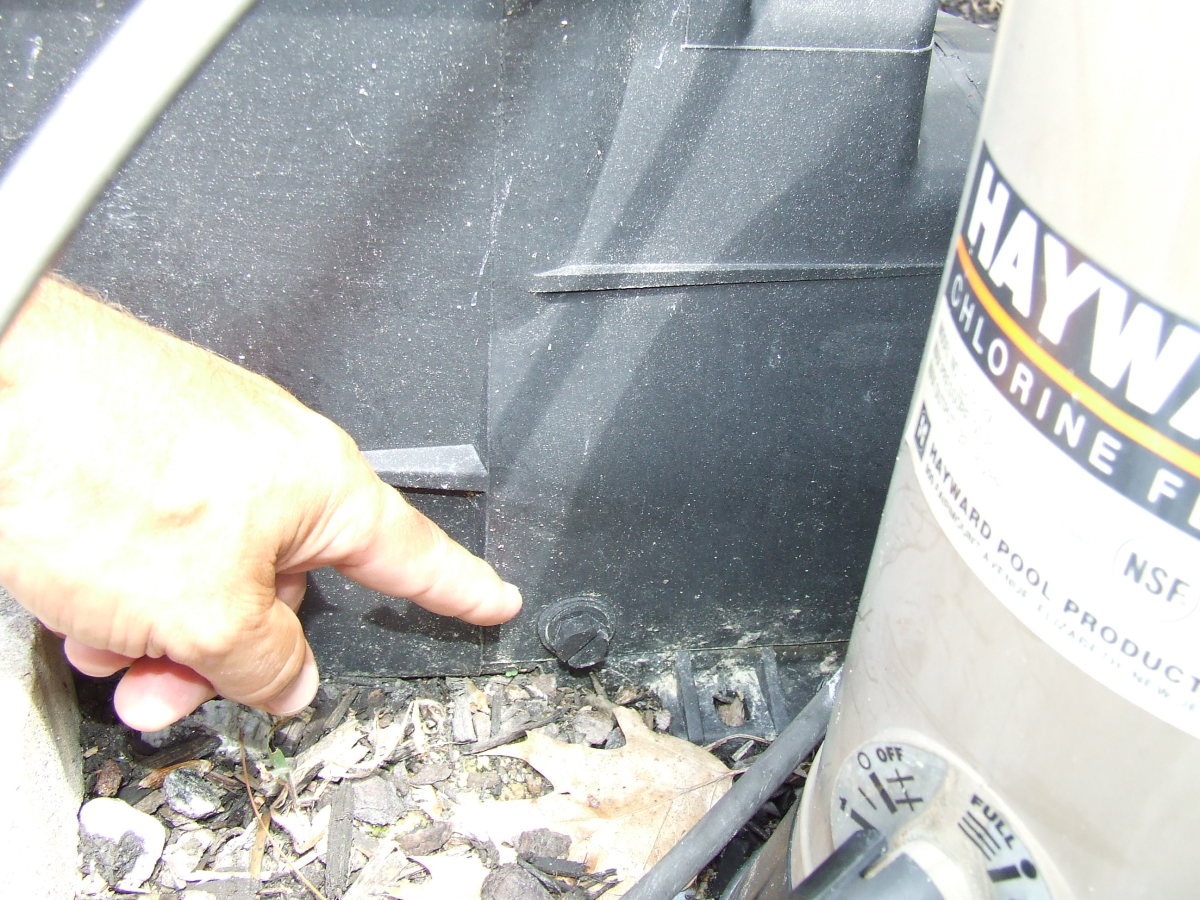 Make sure all plugs are installed in the basket assembly before starting the pool pump. This plug is in the bottom of the filter basket.