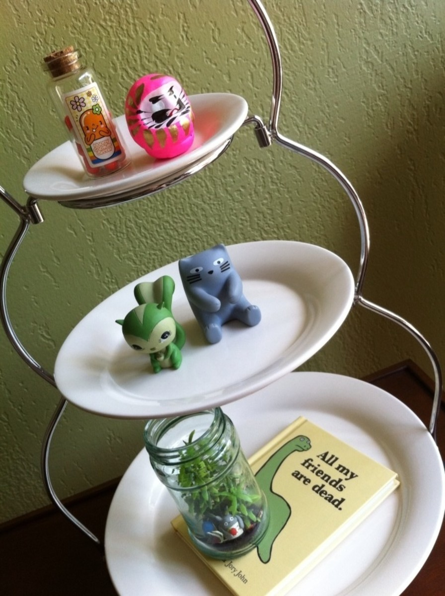 Serving plates + geeky objects = cute!