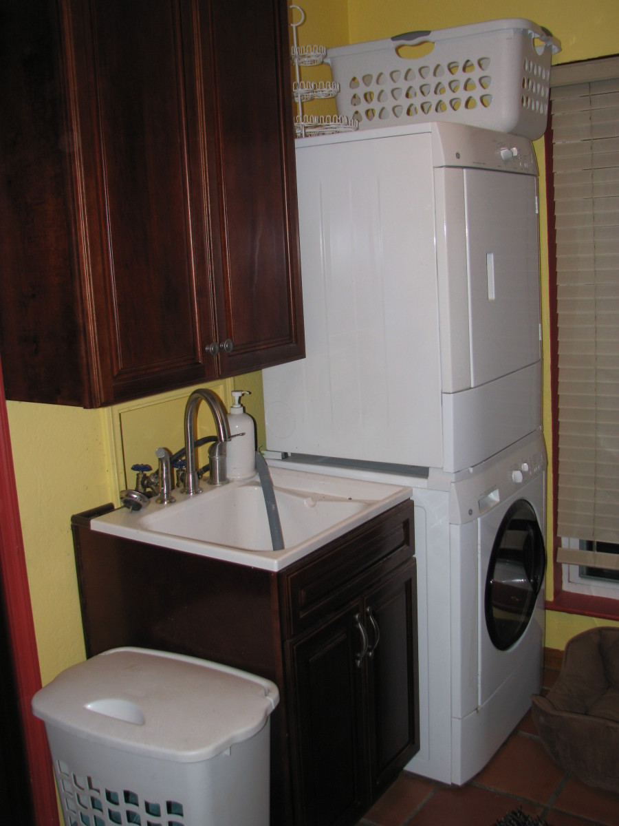 How the sink looks alongside the washer.  I have a narrow laundry room but this setup worked well with a stacked washer/dryer.