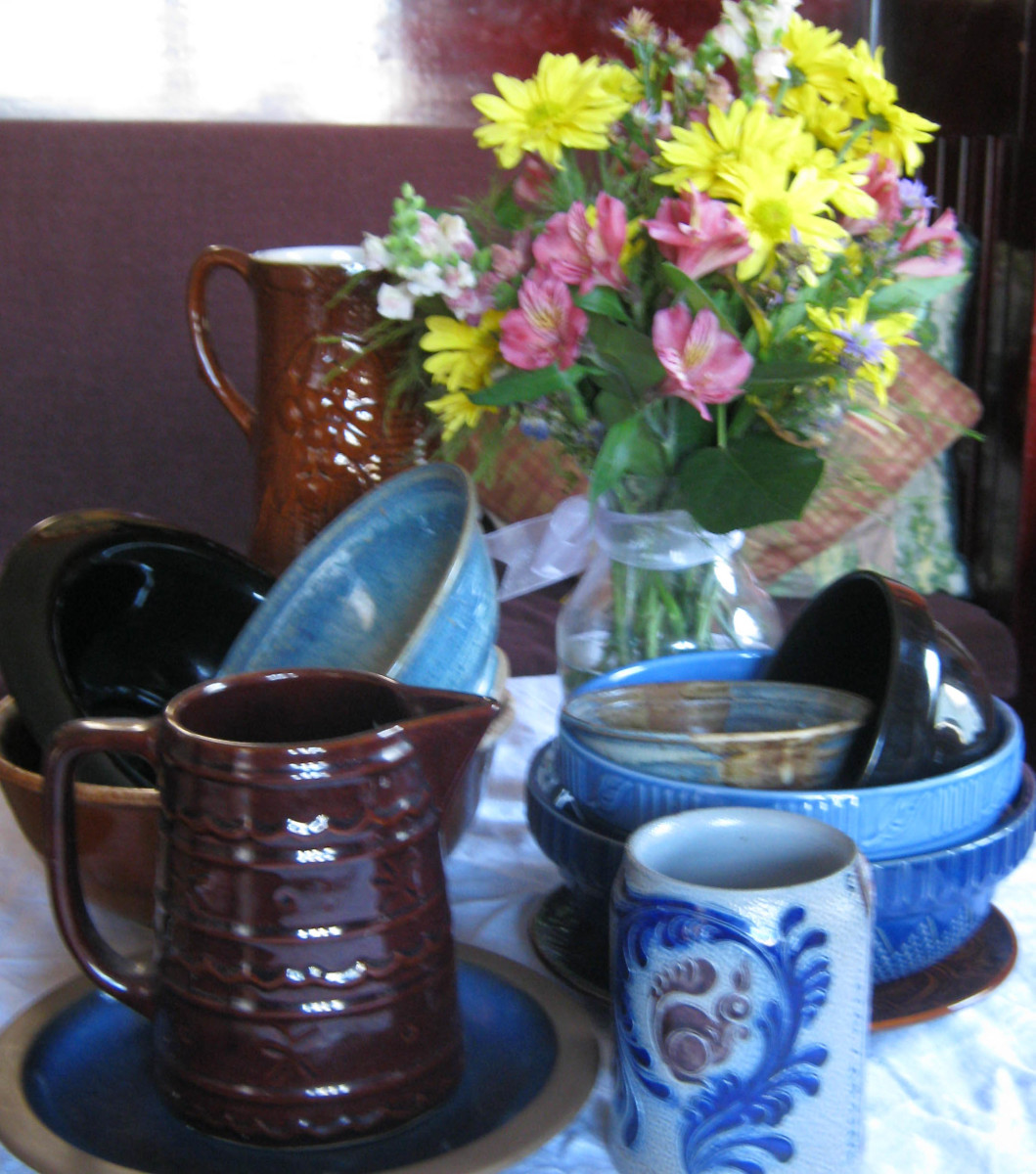 Shabby chic with blue and brown dishes