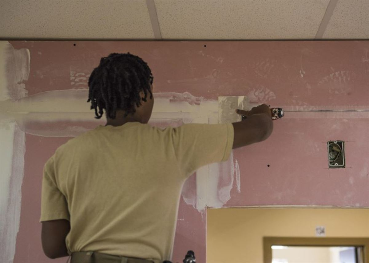 tips-for-painting-over-wallpaper