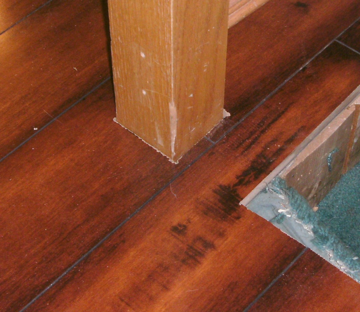 Blowup of the bannister; there are actually two planks, each with 1/2 of the hole for the bannister.