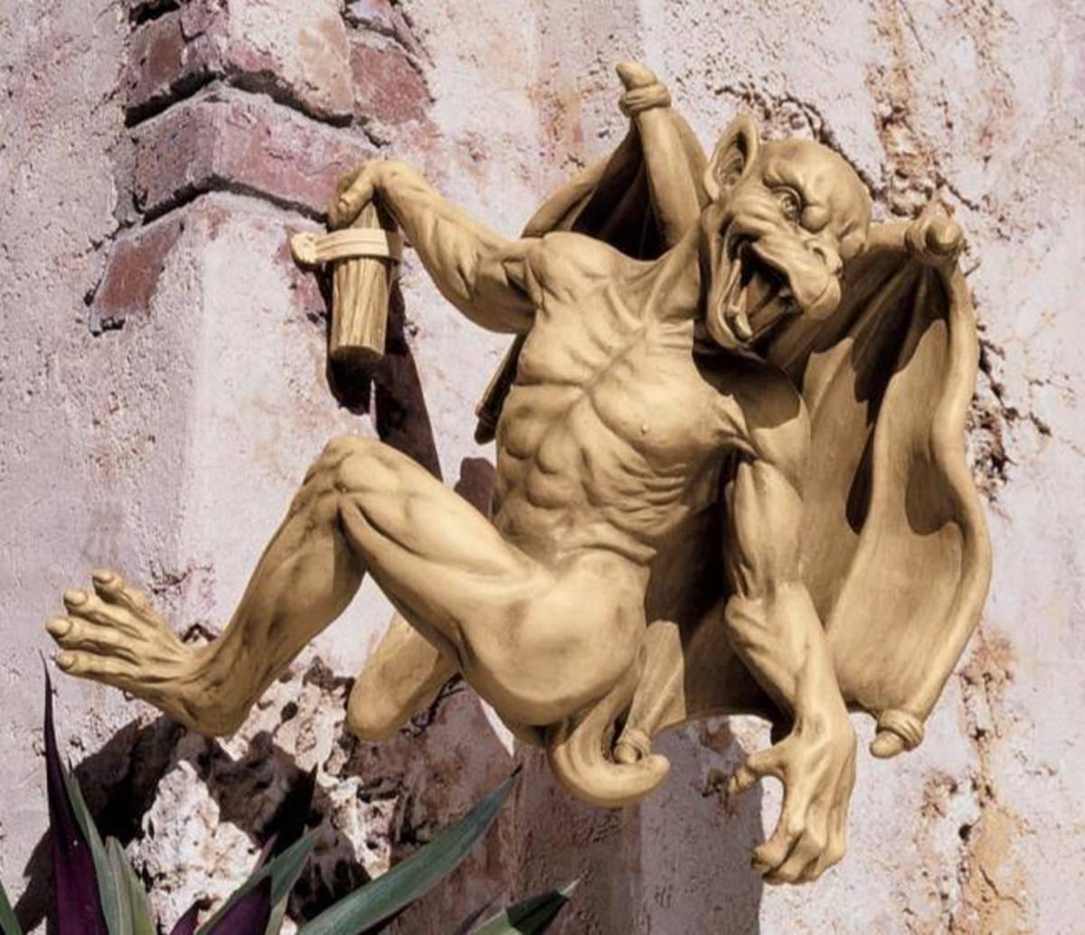 3-types-of-gargoyle-statues-for-your-garden