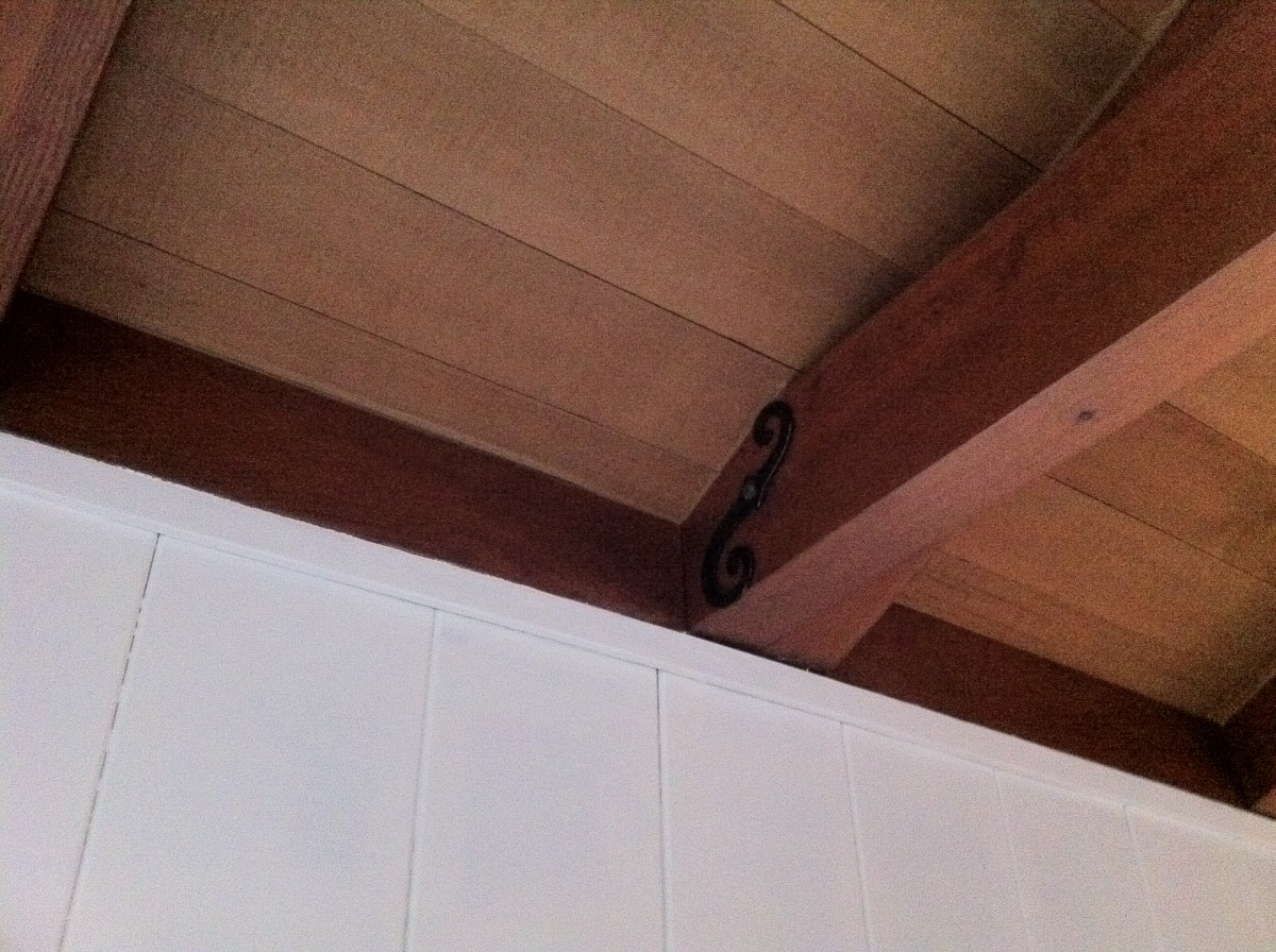 painting-wood-paneling