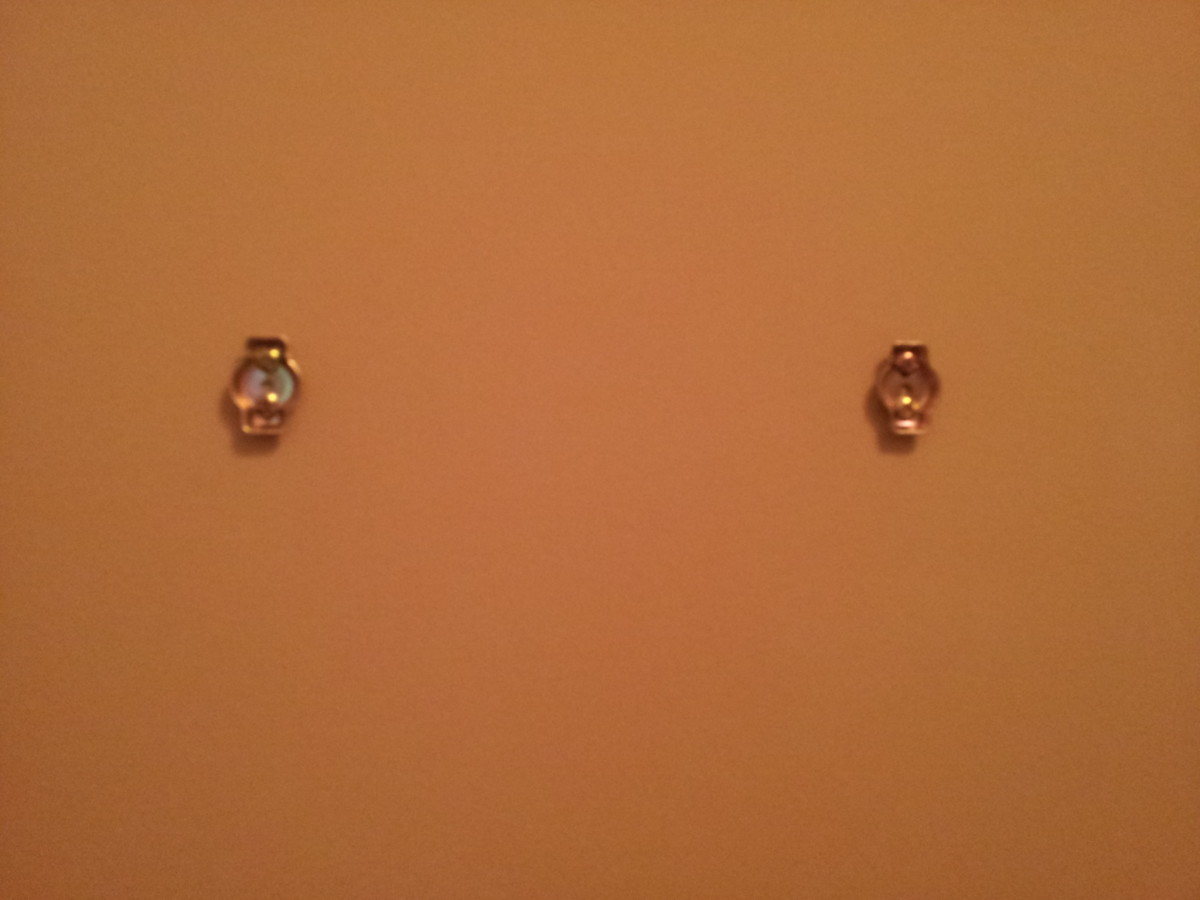 Secure the brackets to the wall using the screws.