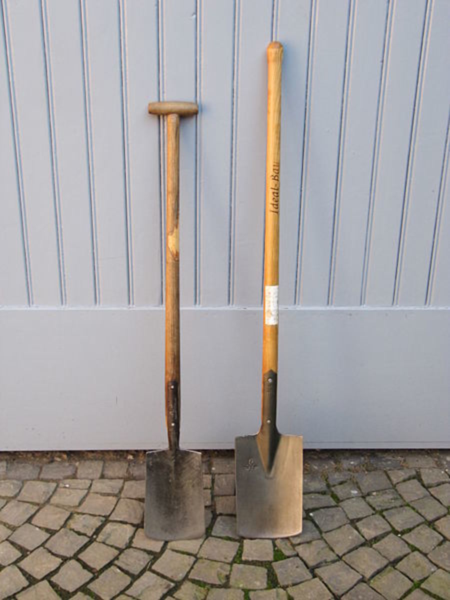 Long and short handled spades