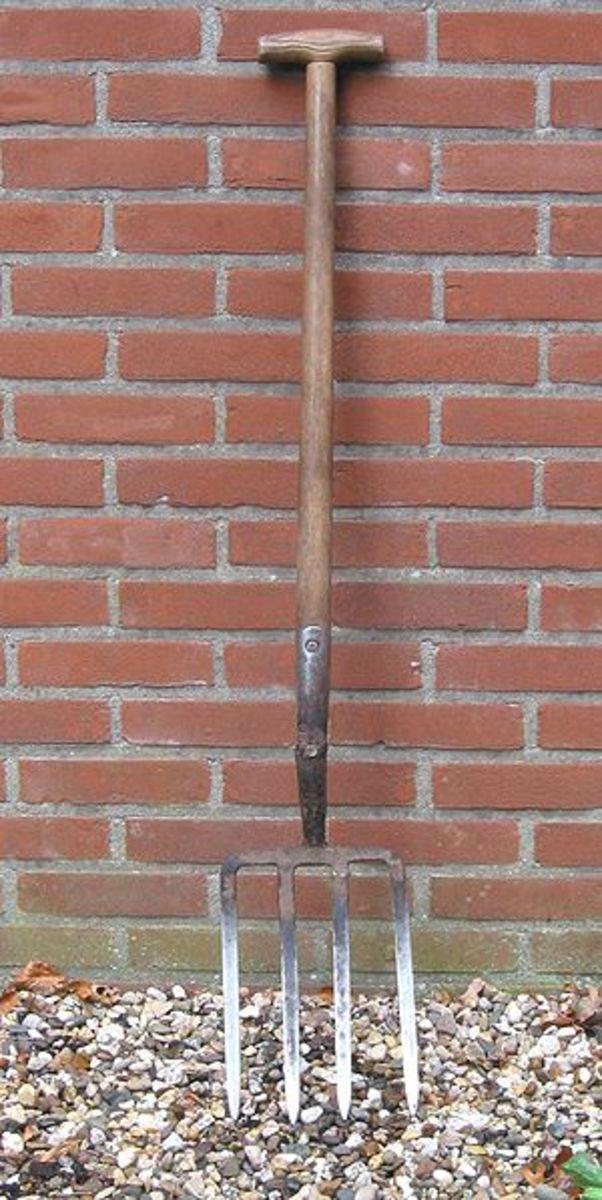 A digging fork.