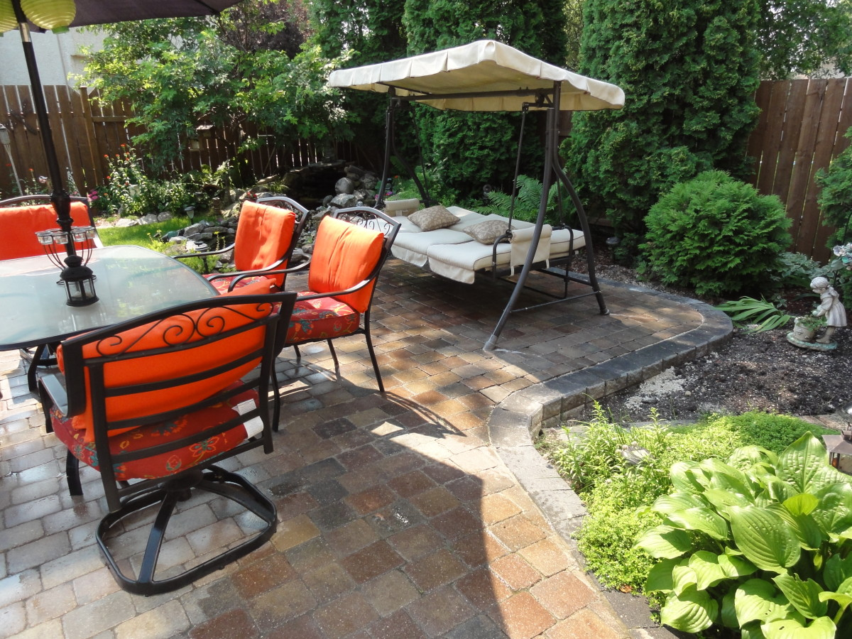 Here's the finished product of my maintenance-free paving stone patio.
