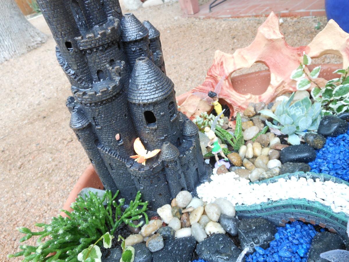 Miniature fairy garden ideas. Close ups.