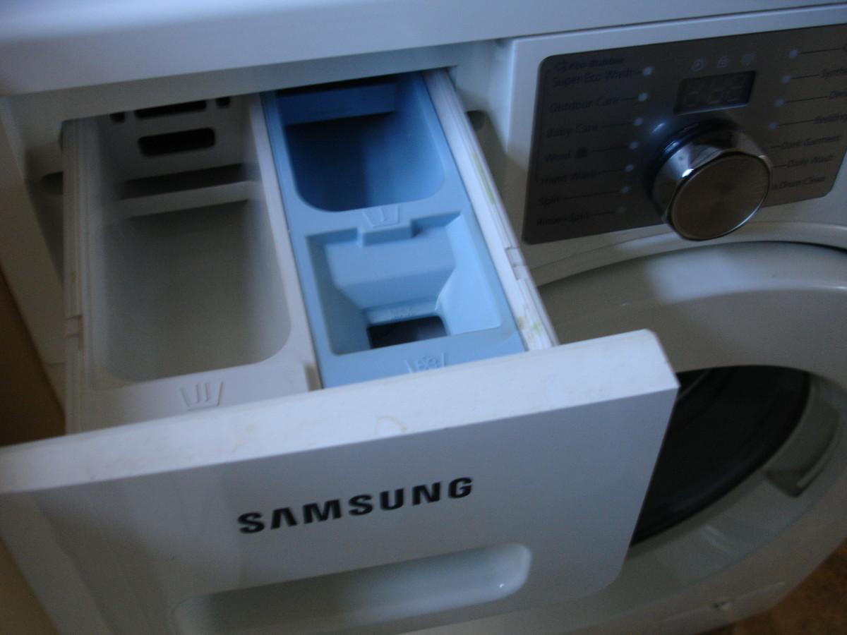 Shows open liquid compartment
