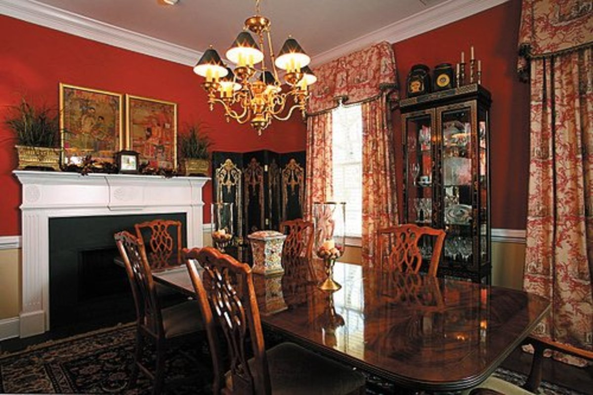Hungry yet? Dining rooms often incorporate a lot of red in order to stimulate guests' appetites.