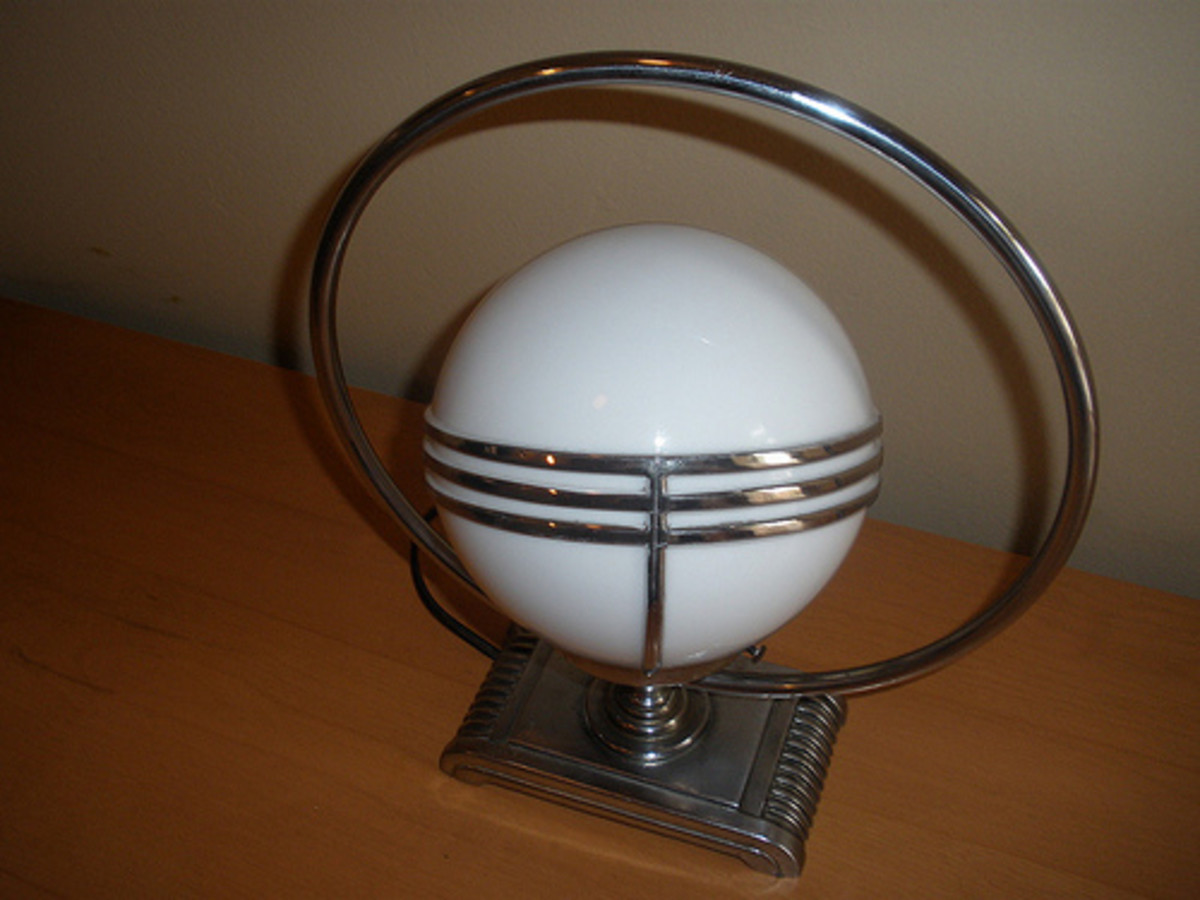 Spherical Art Deco table lamp.