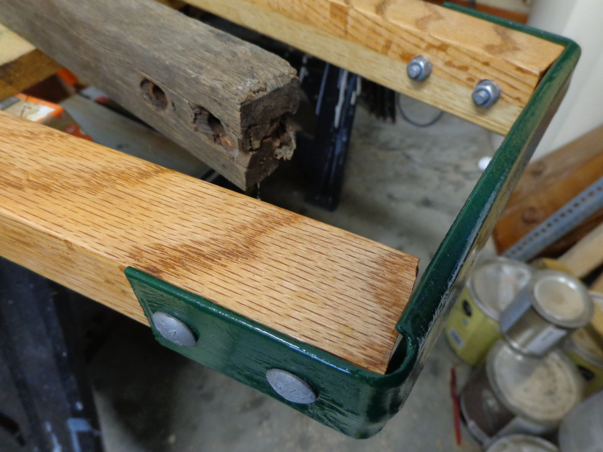 Assembly:  connecting the handles via the front bracket.