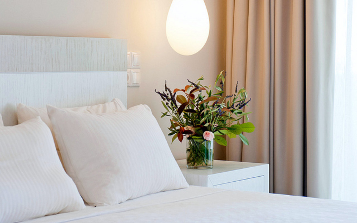 A good feng shui bedroom will promote a harmonious flow of good energy to relax, heal and de-stress. This can improve your health and vitality.