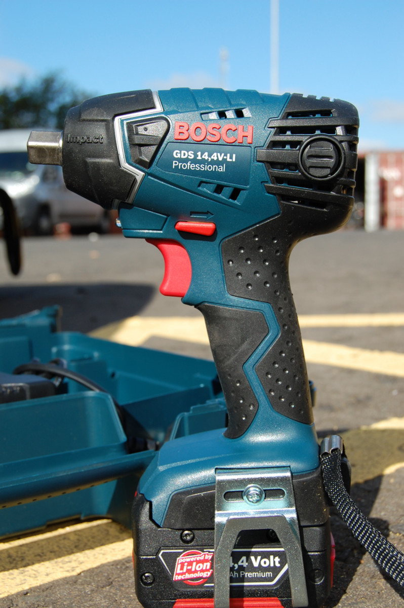 Top 4 Cordless Impact Wrenches & Guns: Reviews of Battery Powered Units