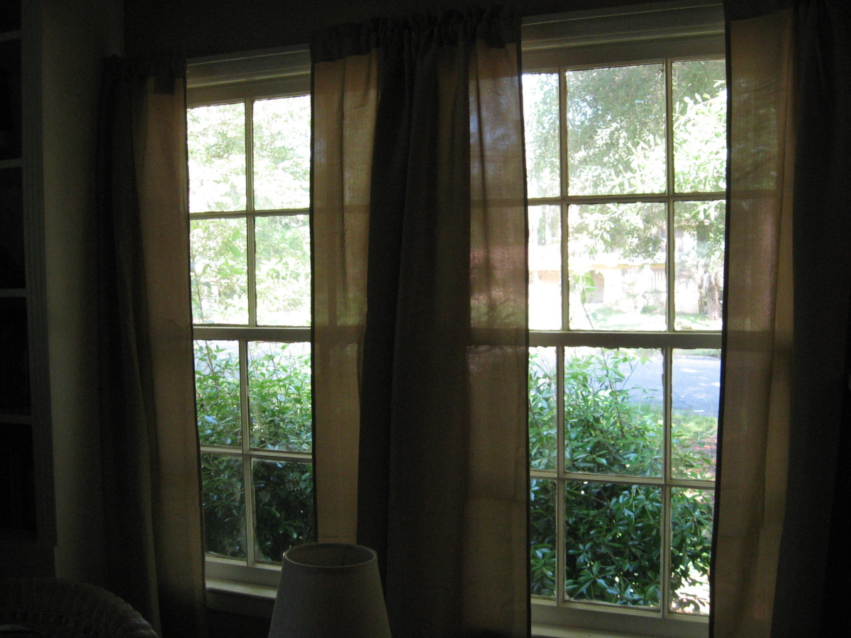 Floor-length drapes that are slim and tailored will make a small room look larger and taller.