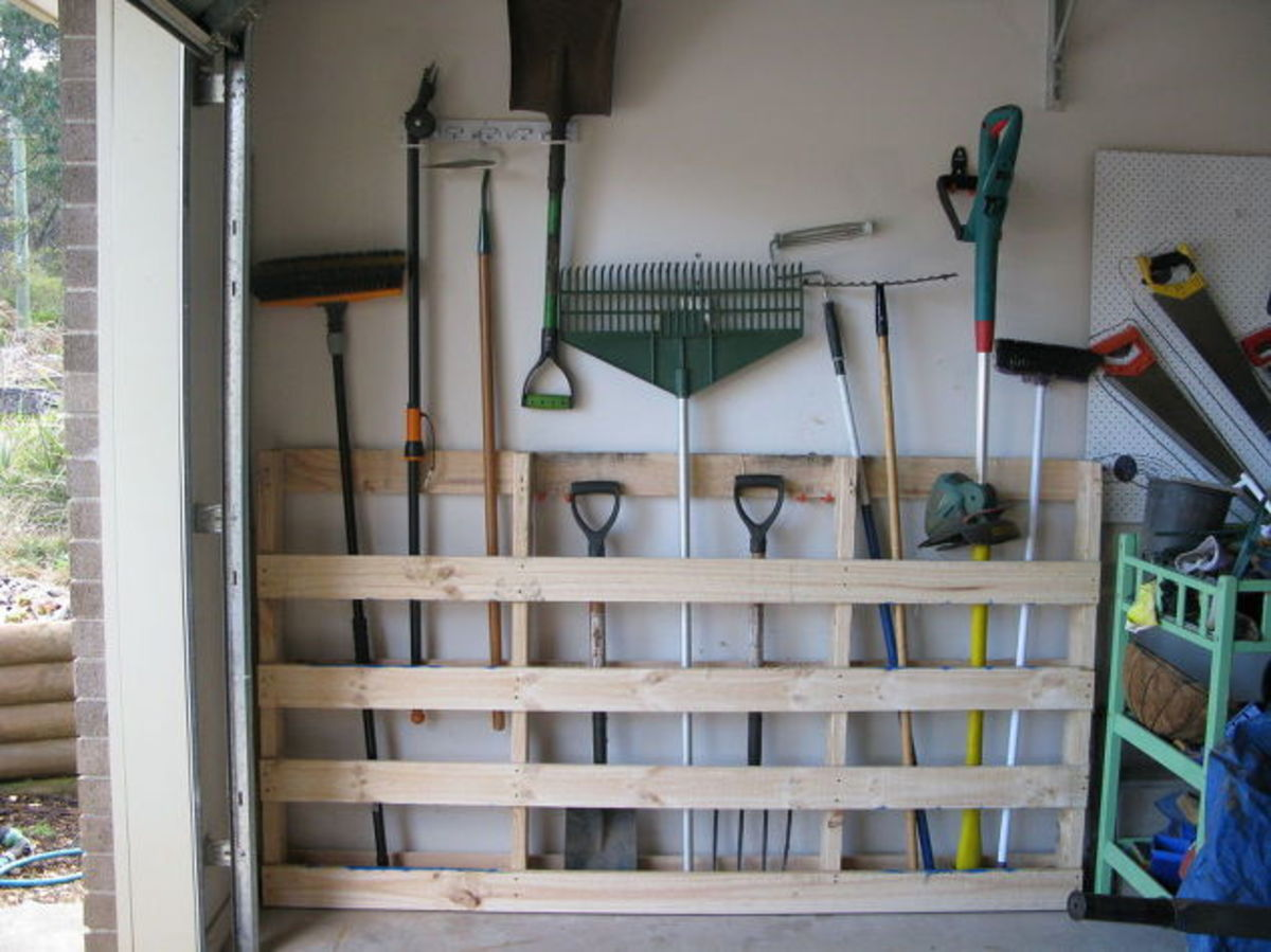 This large pallet keeps shovels, racks, and other large yard equipment organized with a minimal footprint in the garage.