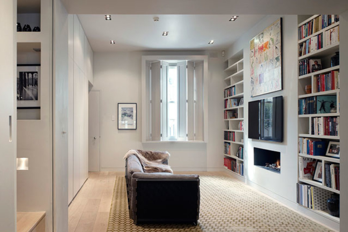 The wall length built-in keeps this narrow living room streamlined and clutter free.