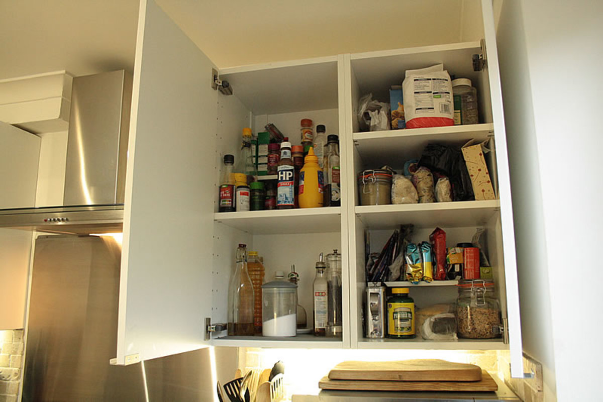 Wall unit next to cooker storage space