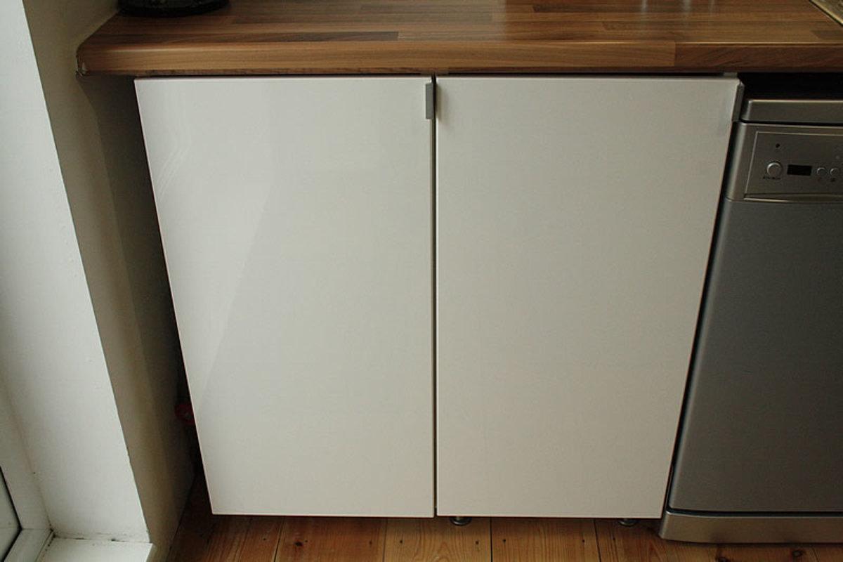 Units next to the dishwasher