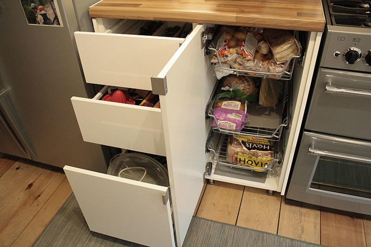 Floor units for cutlery, small appliances and fresh food